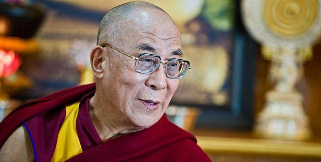 Sua Santità il Dalai Lama: La rinuncia di Siddhartha, la sua scelta di vivere una vita senza fissa dimora, simboleggia la pratica dell'addestramento nella morale, i suoi sei anni di ascesi simboleggiano l'addestramento alla concentrazione ed il suo raggiungimento dell'illuminazione attraverso la pratica della saggezza sotto l'albero della Bodhi rappresenta l'importanza di coltivare la saggezza.