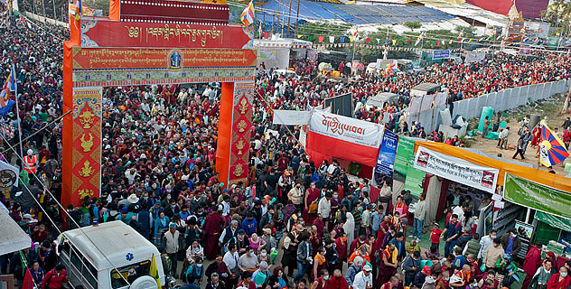Centinaia di migliaia di Tibetani, di cui molti provenienti dal Tibet hanno partecipato al Kalachakra conferito a Bodhgaya in India da Sua Santità il Dalai Lama