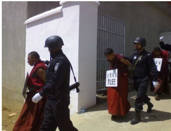 tibet_-_monaci_repressione1