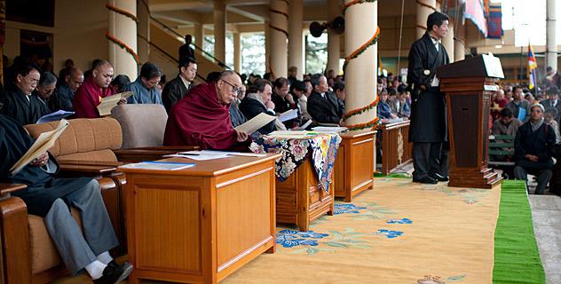 Il Kalon Tripa Prof. Lobsang Sangay tiene a Dharamsala il discorso commemorativo in occasione del 53° anniversario dell'insurrezione nazionale tibetana.