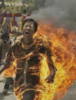 Lobsang Sherab si è auto-immolato nella cittadina di Chara, contea di Ngaba, nella zona orientale tibetana.