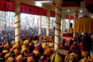 Sua Santità il Dalai Lama: E 'deprecabile che in questo momento la verità venga violentemente repressa all'interno del Tibet. Nel mondo attuale, la verità sta perdendo di forza