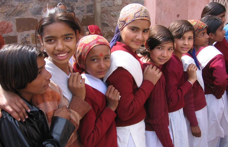 le bimbe della scuola dharamsala