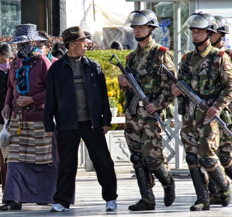 Ovunque posti di blocco e controlli di polizia in Tibet