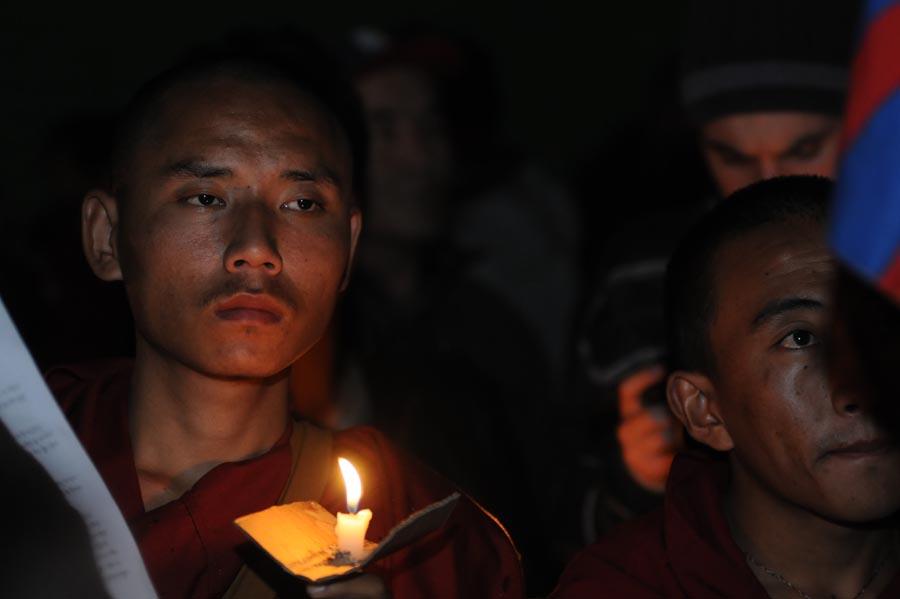 Tibet: i monaci protestano e si immolano col fuoco