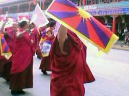 Continuano le proteste dei tibetani in Cina