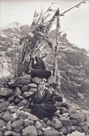 Lama Zopa Rinpoche e Lama Yeshe in meditazione nel 1969
