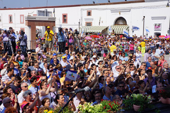 A large crowd listens to His Holiess the Dalai Lama speaking at Baronale Palace in Matera, Italy, on June 25, 2012. Photo/Jeremy Russell/OHHDL