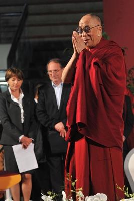 Sua Santitàil Dalai Lama ha donato 50.000 euro ai terremotati dell'Emilia Romagna