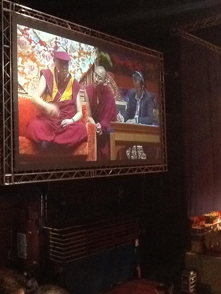 Sua Santità il Dalai lama: «La nostra vita dipende dalla vita degli altri fin da piccoli. Ecco perché quando siamo circondati da chi ci vuole bene ci sentiamo bene.