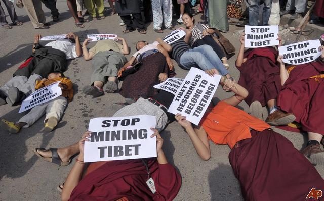 Le forze di sicurezza cinesi hanno ucciso un tibetano e arrestato altri sei mentre cercavano di disperdere una manifestazione di 1000 persone contro la ripresa dei lavori di sfruttamento di una miniera nella contea di Markham.