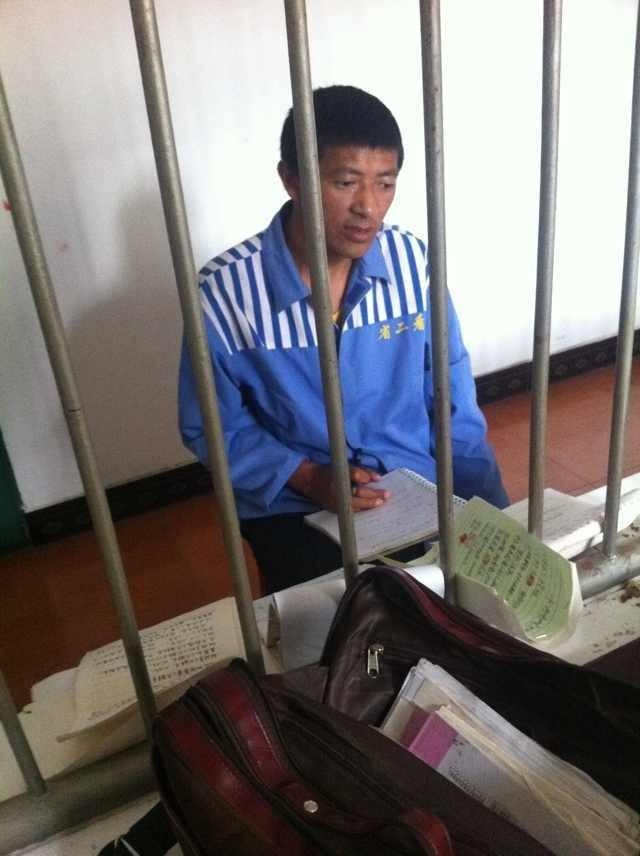 """Yonten Gyatso (durante la lettura della sentenza), monaco di 37 anni """"colpevole"""" di aver diffuso la fotografia della monaca auto-immolata Tenzin Wagmo."""