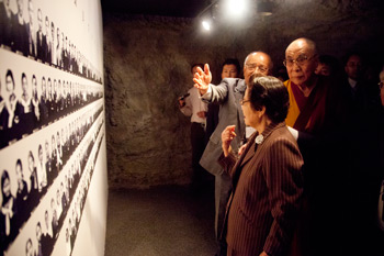 His Holiness the Dalai Lama visits the Okinawa's Himeyuri Peace Museum, dedicated to the hundreds of Japanese teachers and students who were posted on the island on November during World War II, on November 11, 2012. Photo/Office of Tibet Japan