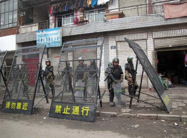 La Cina ha stanziato taglie per chi dia informazioni su chi sta dietro le immolazioni (25 mila euro) e per chi faccia sapere di azioni analoghe in preparazione (6 mila euro).