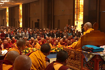 His Holiness the Dalai Lama speaking during the first day of his four day teaching to Russian Buddhists in Delhi, India, on December 24, 2012. Photo/Jeremy Russell/OHHDL