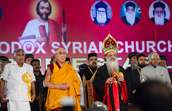 His Holiness the Dalai Lama joins in prayer at the opening of the Malankara Orthodox Syrian Church's Centenary Celebrations in Kochi, Kerala, on November 25, 2012. Photo/Tenzin Choejor/OHHDL