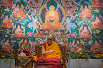 His Holiness the Dalai Lama speaking to a group from Russia in Delhi, India, on December 27, 2012. Photo/Tenzin Choejor/OHHDL