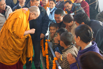 His Holiness the Dalai Lama greeting young Tibetans as he arrives for the final day of his teachings in Sarnath, Uttar Pradesh, India, on January 10, 2013. Photo/Jeremy Russell/OHHDL