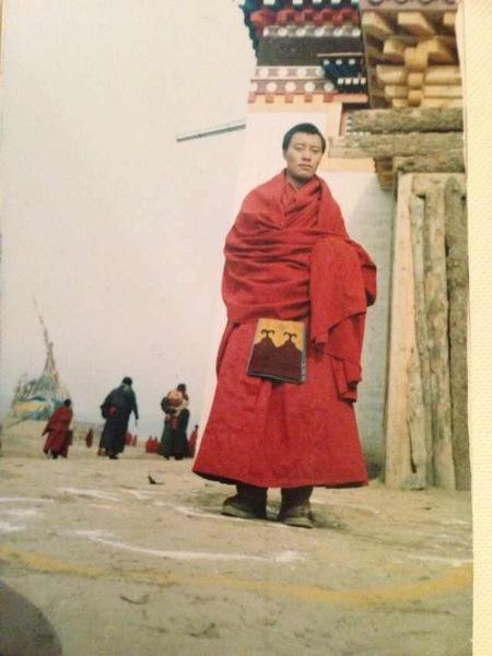 Lobsang Namgyal, monaco di 37 anni, è morto a causa delle ustioni.