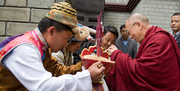 His Holiness the Dalai Lama is welcomed on his arrival in Dalahousie where he will take part two days of celebrations marking the 50th Anniversary of Central School for Tibetans (CST), Dalahousie, HP, India, on April 27, 2013.