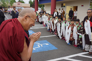 His Holiness the Dalai Lama is greeted by young children on his arrival at the Northwest Tibetan Cultural Association in Portland, Oregon on May 12, 2013. Photo/Jeremy Russell/OHHDL