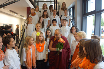School children welcome His Holiness the Dalai Lama with roses on his arrival at IGS Hanover in Hanover, Germany on September 18, 2013. Photo/Jeremy Russell/OHHDL