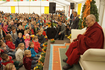 His Holiness the Dalai Lama speaking during his visit to Gymnasium Steinhude in Steinhude, Germany on September 19, 2013. Photo/Jeremy Russell/OHHDL