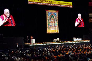His Holiness the Dalai Lama speaking during his public talk at Ryogoku Kokugikan Hall in Tokyo, Japan on November 25, 2013. Photo/Office of Tibet, Japan