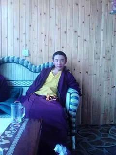 Il giovane monaco Tsering Gyal appena immolatosi.
