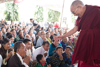 His Holiness the Dalai Lama greeting well-wishers during his visit to Norgyeling Tibetan Settlement Camp in Maharashtra, India on January 10, 2014. Photo/Tenzin Choejor/OHHDL