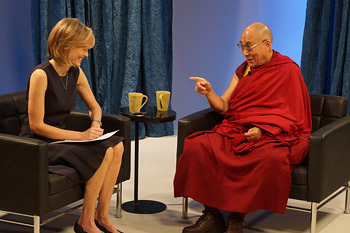 Willow Bay interviewing His Holiness the Dalai Lama for a live broadcast on HuffPost Live from Los Angeles, California on February 26, 2014. Photo/Jeremy Russell/OHHDL