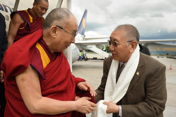 Dagyab Rinpoche welcoming His Holiness the Dalai Lama on his arrival at the airport in Frankfurt, Germany on May 13, 2014. Photo/Manuel Bauer