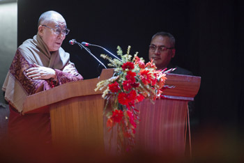 His Holiness the Dalai Lama speaking at Presidency University in Kolkata, W. Bengal, India on January 13, 2015. Photo/Tenzin Choejor/OHHDL