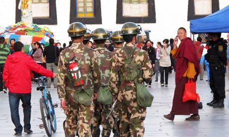 tibet_-_polizia-cinese