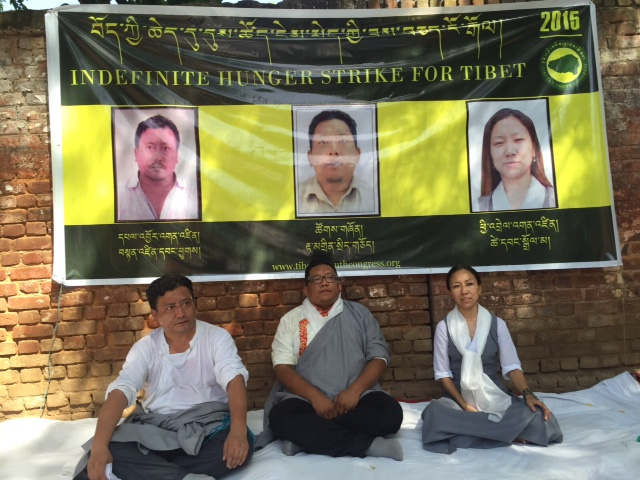 New Delhi: Lo sciopero della fame ad oltranza dei tre attivisti tibetani.