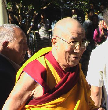 His Holiness smiles while he is arriving to the temple