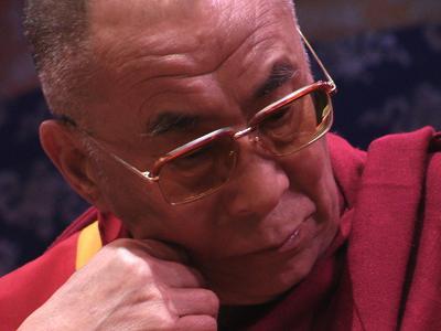 Sua Santità il Dalai Lama che ascolta