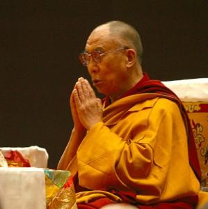 Sua Santità il Dalai Lama in preghiera