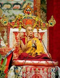 Sua santita il Dalai Lama: Attraverso il proprio impegno personale il Buddha ha eliminato le proprie ostruzioni, così anche tutti noi, tramite l'ascolto degli insegnamenti, la loro riflessione e meditazione, possiamo conseguire i medesimi risultati.
