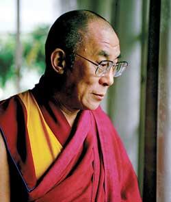 """Sua Santità il Dalai lama: """"Per me, l'essenza del buddismo è la combinazione tra la compassione per tutti gli esseri e la comprensione della loro interdipendenza""""."""
