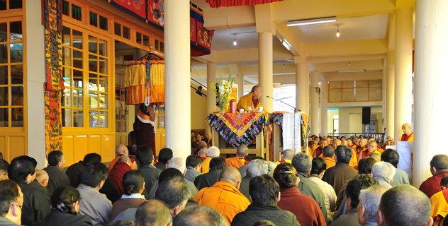 """Sua Santità il Dalai Lama: """"Chiunque insegni il Dharma, affinché il suo insegnamento abbia presa e significato, dev'essere libero dagli Otto atteggiamenti mondani""""."""