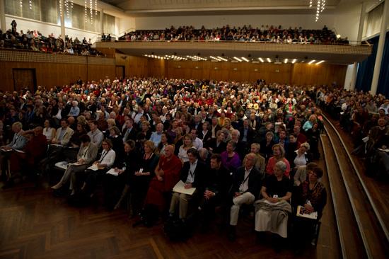 La sala gremita di un qualificato pubblico alla Conferenza Mind Life Zurigo