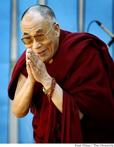 Sua Santità il Dalai Lama: Penso che una peculiarità del buddismo sia quella di cercare di trasformare le emozioni attraverso l'intelligenza ed il ragionamento.