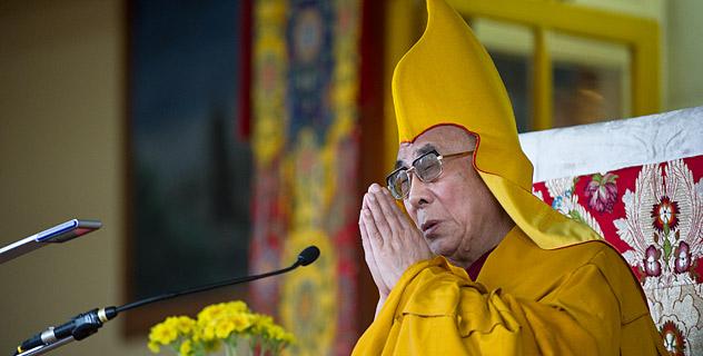 """Sua Santità il Dalai Lama: """"Nel Buddhismo ci occupiamo proprio delle basi della realtà, abbiamo perciò una comprensione filosofica, da ciò scaturisce la pratica"""".."""