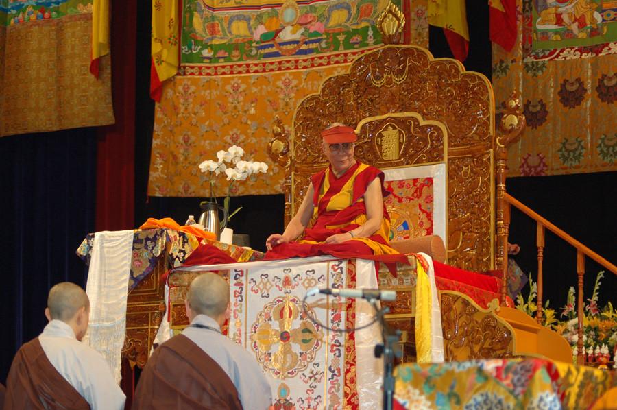 """Sua Santità il Dalai Lama Kalachakra Washington DC: """"La vera protezione viene dalla pratica del Dharma: vuol dire trasformare e controllare la propria mente da indisciplinata a disciplinata""""."""