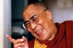 Sua Santità il Dalai Lama: Fino a quando rimarrà lo spazio, fino a quando ci saranno esseri viventi, fino ad allora possa anch'io durare, per liberare il mondo dalla sofferenza.