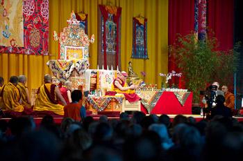 Sua Santità il Dalai Lama: La Prima Ruota del Dharma spiega l'insegnamento delle Quattro Nobili Verità, la Seconda Ruota del Dharma e' la spiegazione della mente, mentre la Terza e' la spiegazione della Quarta Nobile Verità: il sentiero.