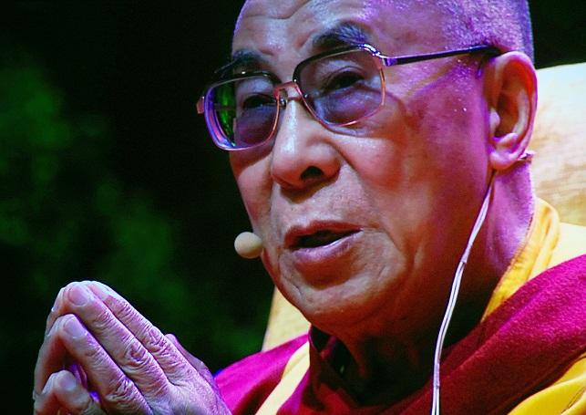 Sua Santità il Dalai Lama: Il Buddha completo e' dotato di enorme compassione.