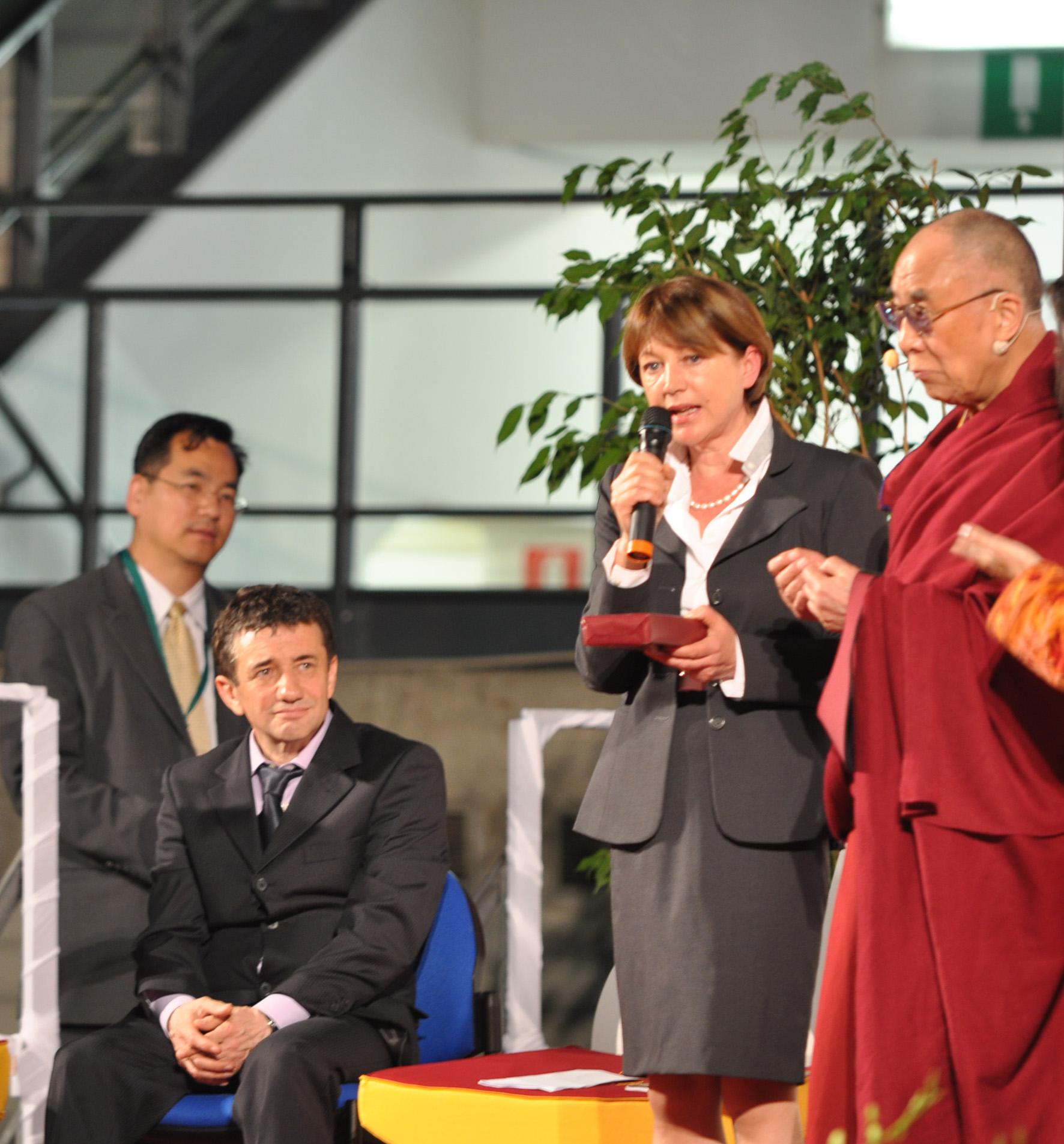 Sua Santità il Dalai Lama: E' importante inserire amorevole gentilezza nella propria vita quotidiana, inserire l'amore e la compassione in tutti i campi educativi.