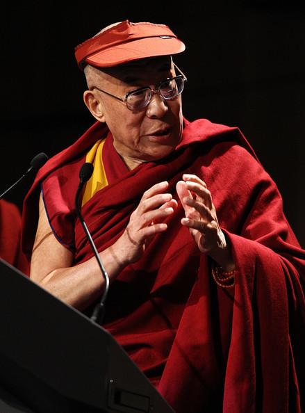 Sua Santità il Dalai Lama: Il passo preliminare per poter liberare se stessi dalle rinascite inferiori è il desiderio di liberarsi da tali sofferenze.